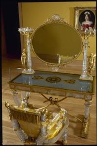 louvre-table-fauteuil-toilette
